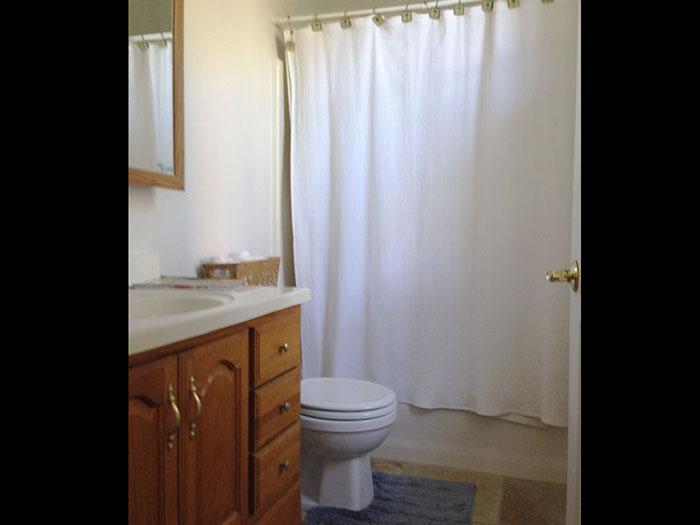 Bath2QueenBedroomIMG_4601