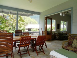 lanai opens to living room